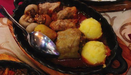 サラエヴォで名物鉄板煮込み料理「ナニナ・クヒンヤ」(Nanina Kuhinja)
